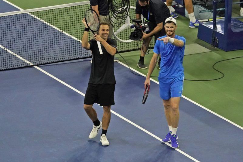 Bruno Soares and Jamie Murray celebrate