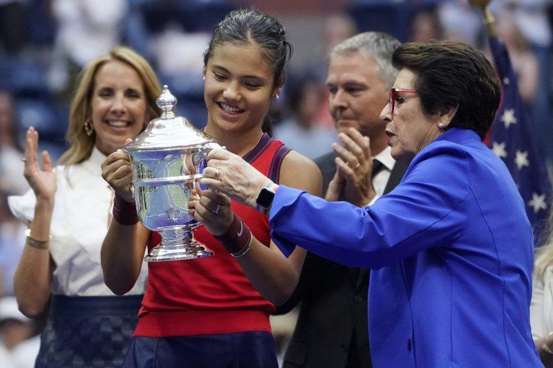 Billie Jean King, right, presents the trophy to Emma Raducanu