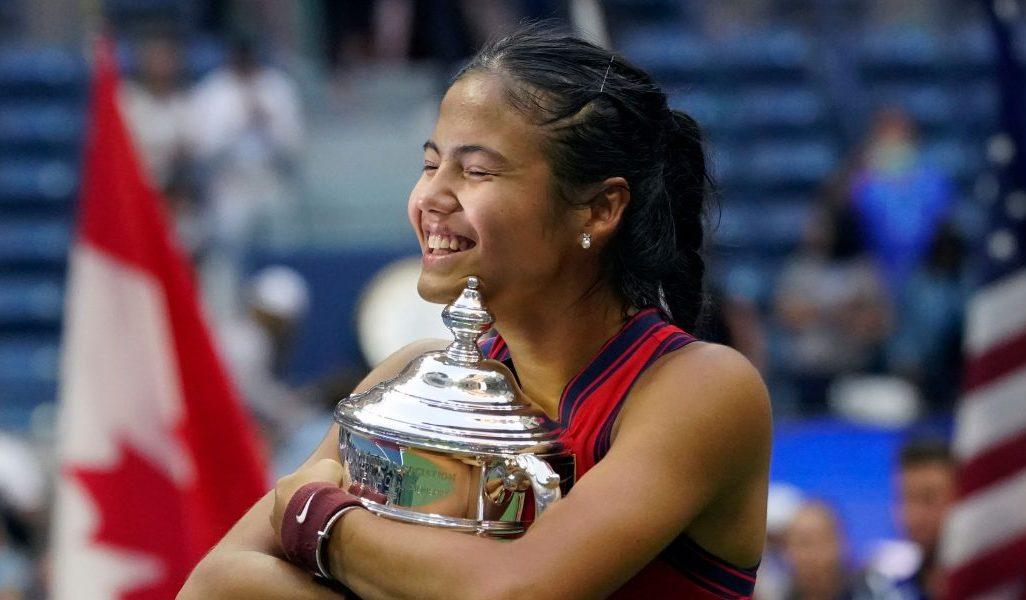 Emma Raducanu hugs the US Open trophy