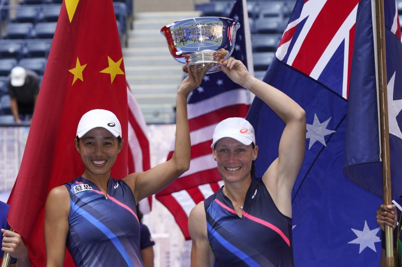 Zhang Shuai and Sam Stosur US Open women's doubles champions