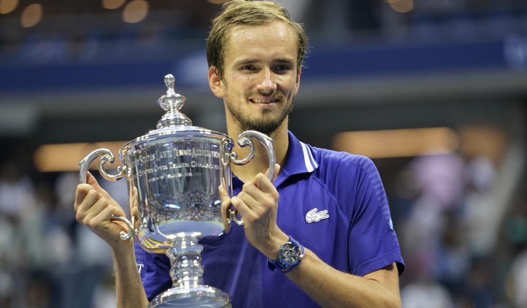 Daniil Medvedev lifts US Open trophy