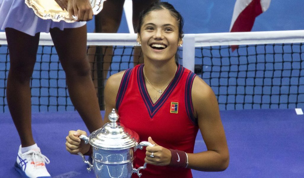Emma Raducanu celebrates US Open trophy