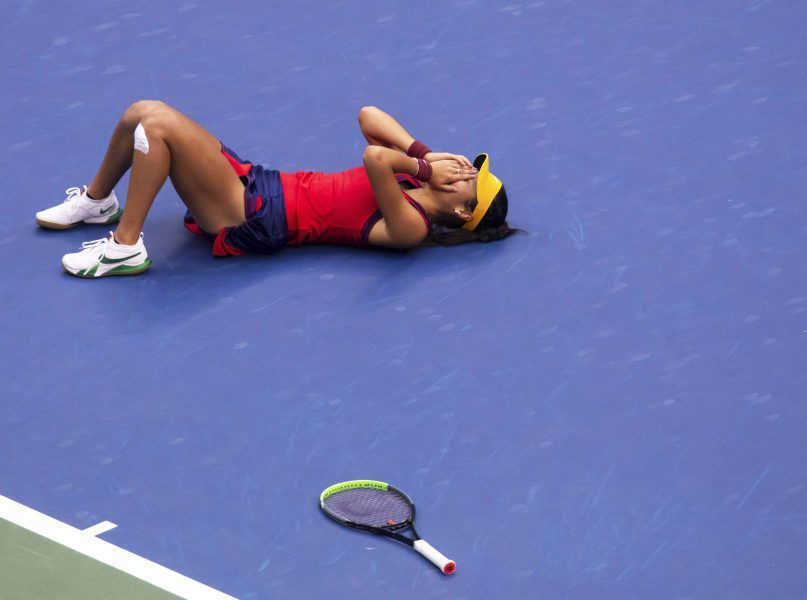 Emma Raducanu celebrates her US Open triumph