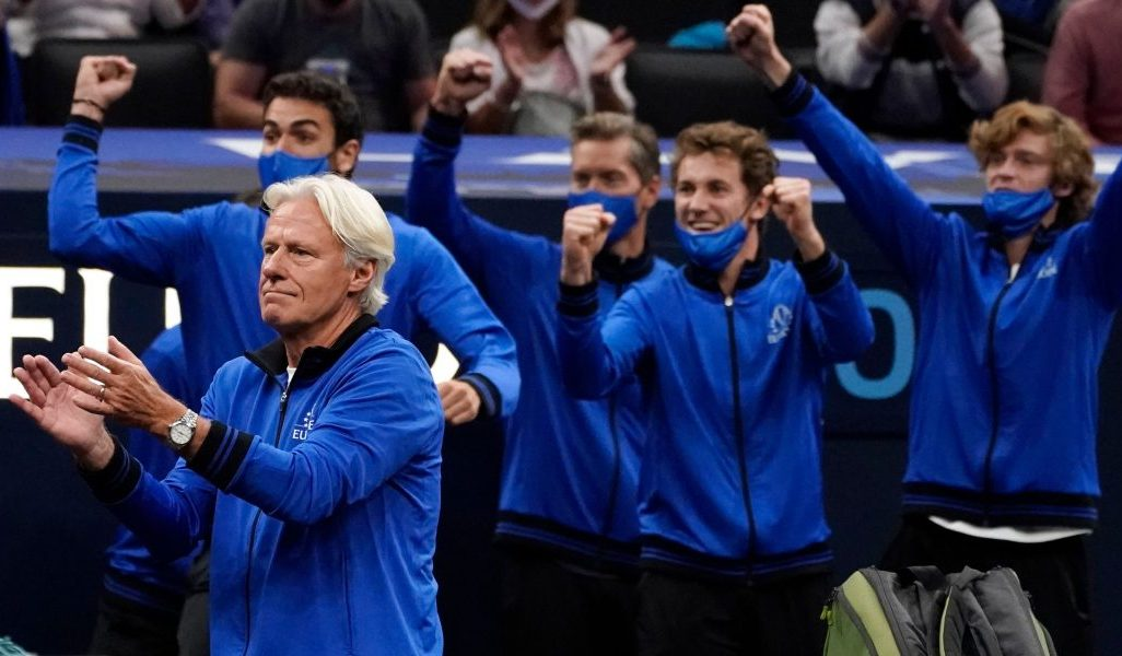 Bjorn Borg leads the applause at Laver Cup