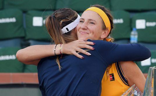 Paula Badosa and Victoria Azarenka hugging